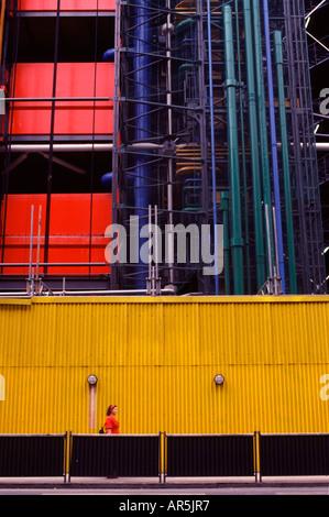 Dernière promenade piétonne Centre Georges Pompidou un édifice complexe conçu dans le style d'architecture high Banque D'Images