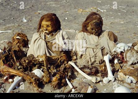 Le cimetière de Chauchilla, restes humains conservés depuis plus de 500 ans, Nazca, Pérou, Amérique du Sud Banque D'Images