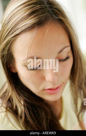 Jeune fille à la triste Banque D'Images