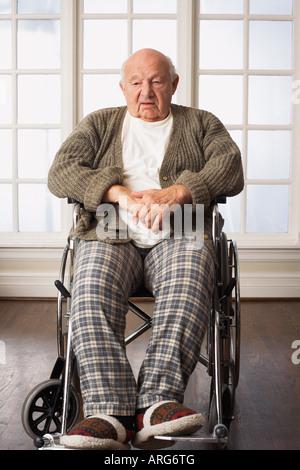 Portrait of Senior Man in Wheelchair Banque D'Images