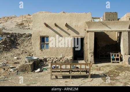 Maison dans le vieux village de Gournah rive ouest de la vallée du Nil, Louxor Égypte Banque D'Images