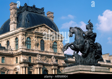 """France, Versailles - statue équestre du """"Roi Soleil"""" Louis XIV Banque D'Images"""