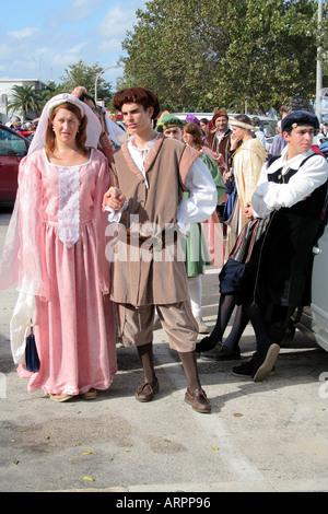 Défilé de costumes historiques à Desfiles Festival Historicos dos Descobrimentos Lagos Algarve Portugal Banque D'Images