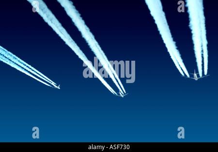 Jumbo jets volant à haute altitude Banque D'Images