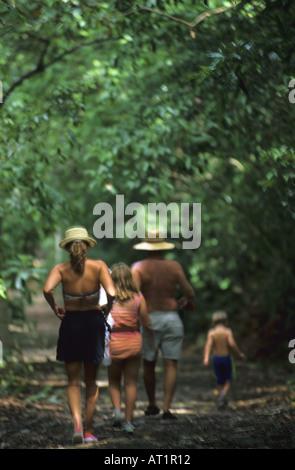 Trekking dans le Parc National Manuel Antonio, Costa Rica Banque D'Images
