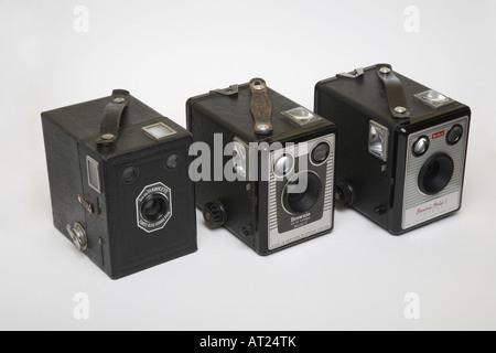 Trois appareils de type Kodak Six-20, Hawkeye, Brownie Six-20 Camera model C, et Brownie Model 1 Banque D'Images
