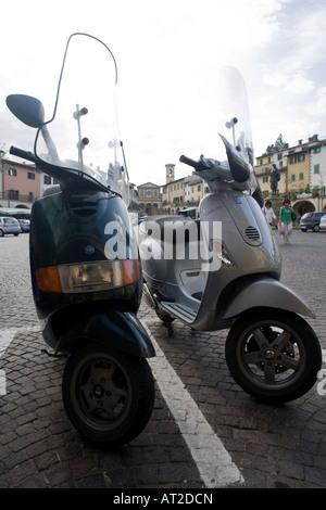 Vespas - piazza del Mercatale - Greve in Chianti - Toscane - Italie Banque D'Images