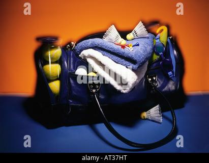 Un sac de sport contenant des équipements sportifs Banque D'Images