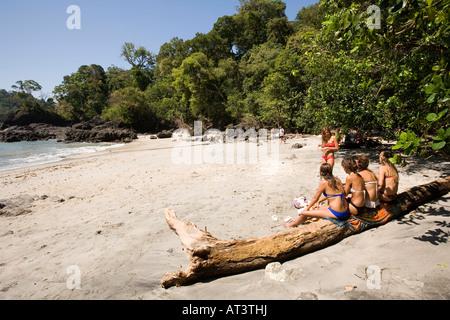 Costa Rica Quepos Manuel Antonio Playa Gemelas personnes sur la plage Banque D'Images