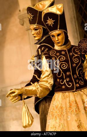 Masque de CARNAVAL DE VENISE FESTIVAL MAN & WOMAN EN OR DES MASQUES, des costumes d'or et marron