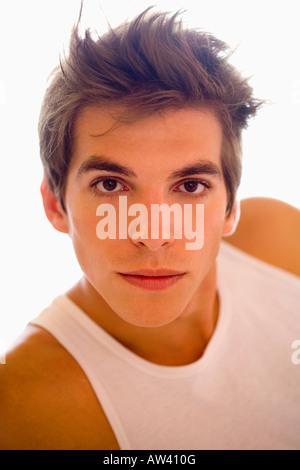 Portrait jeune homme porte T- shirt. Banque D'Images