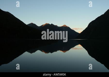 Dans les montagnes, lac Gunn Fjordland, Nouvelle-Zélande Banque D'Images