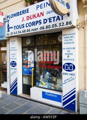 ... France  Petite boutique qui vend du matériel Français peinture  plomberie et fournitures de bricolage à Paris, 8b18e1b70660