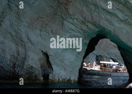 Excursion en bateau à fond de verre pour les Grottes Blue, Cap Skinari, Zakynthos Zante island, Grèce Banque D'Images