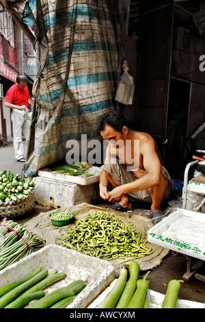 Partie ancienne de la ville, scène de rue, vendeur de légumes, Shanghai, Chine, Asie