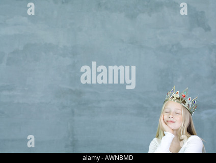 Girl wearing crown Banque D'Images