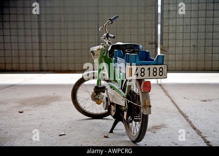 Ancien cyclomoteur utilisé par l'armée belge, Nordrhein-Westfalen, Germany, Europe