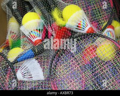 L'équipement de badminton avec des raquettes et volants Banque D'Images