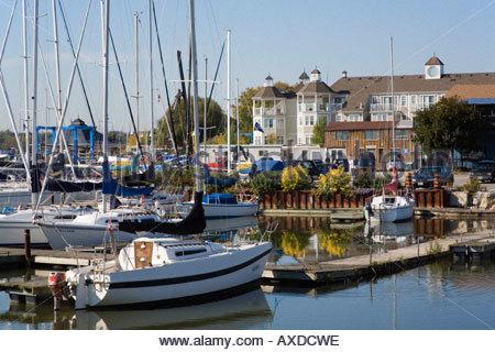 Village nautique des Grands Lacs appartements en copropriété un exemple de nouvel urbanisme à Pickering, Ontario Canada