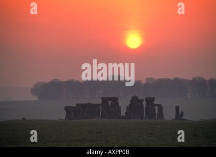 Uk angleterre Wiltshire stonehenge au lever du soleil Banque D'Images