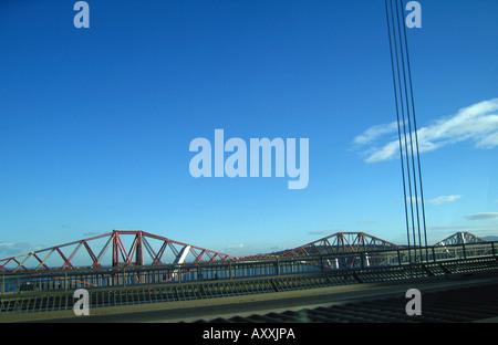 Forth Rail Bridge vu du pont de Forth Road Edinburgh Scotland Banque D'Images