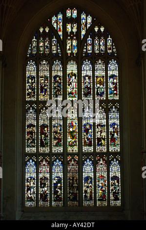Baignoire vitrail avec scène biblique de l'abbatiale gothique Banque D'Images