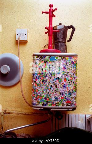 Chauffe-eau décorées en cuisine à Saint Agnes Lieu squat.