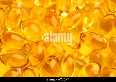 L'huile de poissons en santé les compléments alimentaires comprimés macro close up Banque D'Images