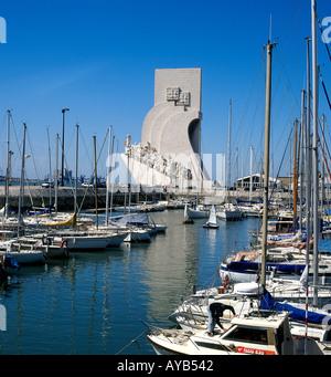 Petit port de Lisbonne au Monument des Découvertes Banque D'Images