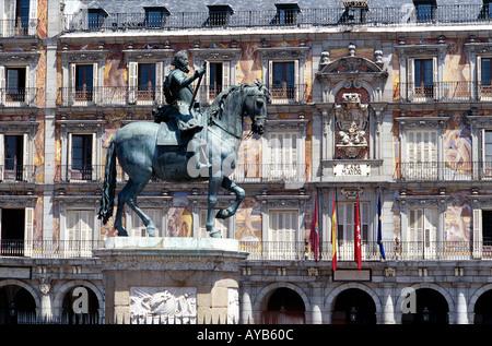 Plaza Mayor 1617 Casa de la Panaderia avec statue équestre de Philip 111 Banque D'Images