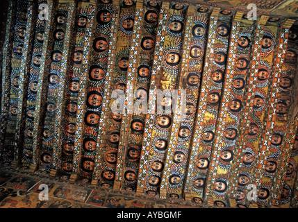 Les anges peints à la recherche vers le bas du plafond de l'église de Debre Birhan Selasie à Gondar, Éthiopie Banque D'Images