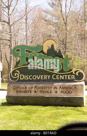 Panneau d'entrée au Centre de découverte de la forêt à proximité de Brevard North Carolina USA Banque D'Images