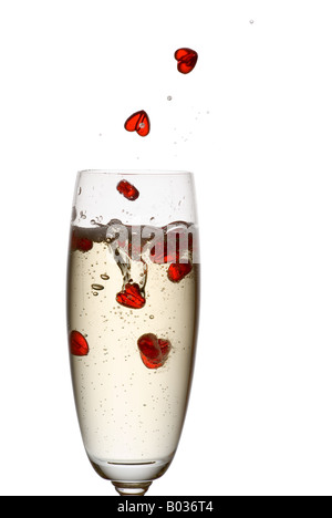 Coeur de tomber dans la flûte de champagne. Banque D'Images