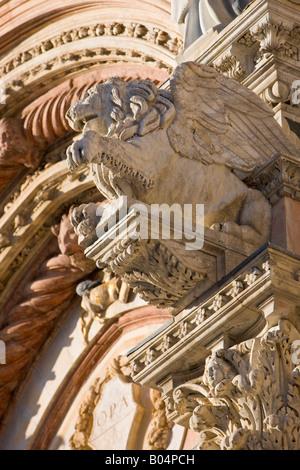 Détails de la façade de la Cathédrale de Sienne dans le quartier historique de la vieille ville dans la ville de Sienne, Site du patrimoine mondial de l'UNESCO
