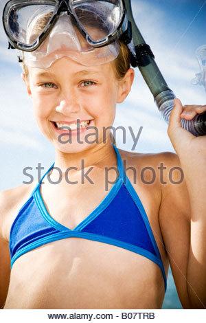 Une jeune fille en matériel de plongée Banque D'Images