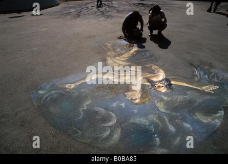 New York NY - Deux artistes travaillent dans les pastels sur le trottoir à Washington Square Park Banque D'Images