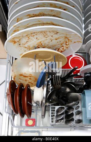 DEU Allemagne sale plats utilisés dans un lave-vaisselle Banque D'Images