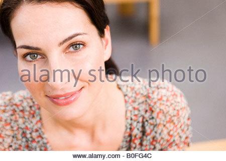 Portrait d'une jeune femme brunet Banque D'Images