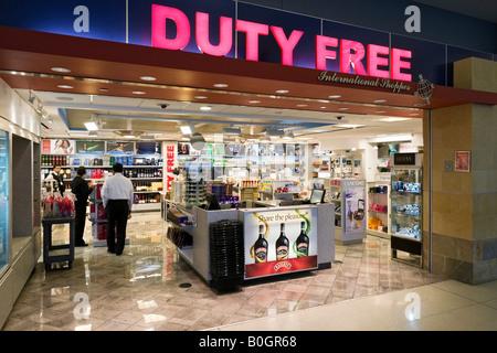 Duty Free Shop dans AAmerican Airlines Terminal 8, JFK, New York Banque D'Images
