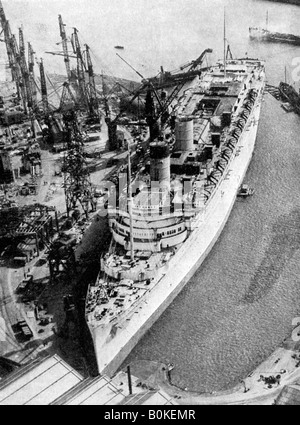 Le paquebot RMS Queen Mary', 'Clydebank, Glasgow, 1934 (1935).Artiste : John Brown & Company Banque D'Images