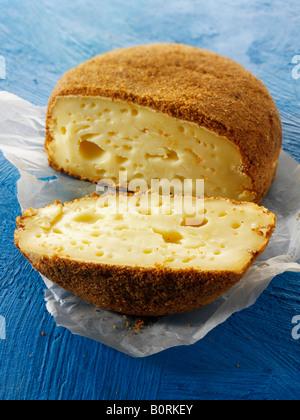 La Pucelle les fromages au lait de vache en français régional de Normandie avec la liqueur de pomme Fromagerie Maitre Pennec