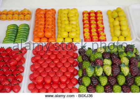 massepain fruits sur une choppe de march sicile banque d 39 images photo stock 121052527 alamy. Black Bedroom Furniture Sets. Home Design Ideas