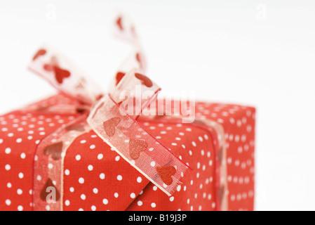 Cadeau enveloppé, close-up Banque D'Images