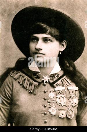 Annie Oakley 1890 Photo de la légendaire sharpshooter et interprète avec Wild West Show de Buffalo Bills