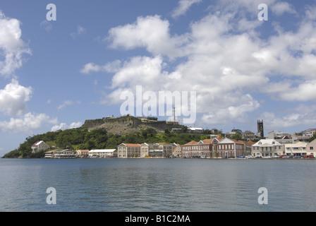 Géographie / billet, Grenade, St Georges, sur la ville / paysages urbains, voir à partir de la mer vers le fort Banque D'Images