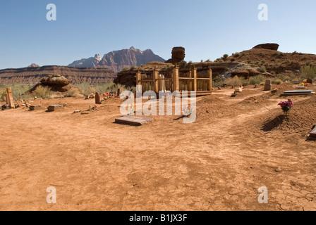 Photographie de pierres tombales dans le cimetière, Grafton Grafton Ghost Town, Utah, USA. Situé à proximité du Banque D'Images