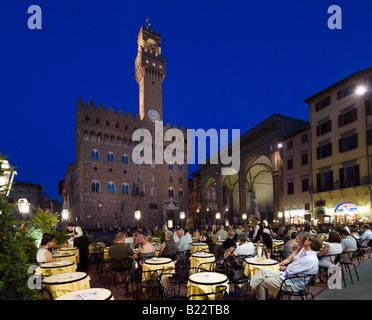 Restaurant en face du Palazzo Vecchio, la nuit, la Piazza della Signoria, Florence, Toscane, Italie Banque D'Images