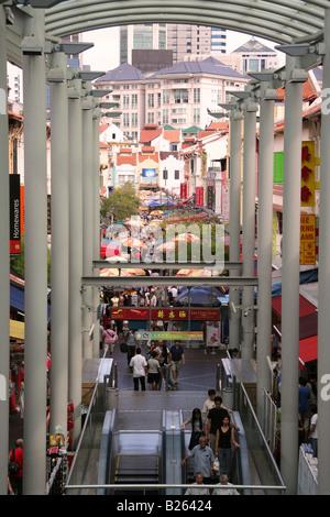 Le marché couvert à la zone de jonction Bugis Street dans le quartier chinois de Singapour. Banque D'Images
