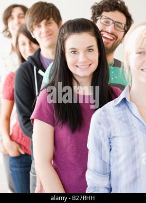 Groupe d'amis en ligne permanent Banque D'Images