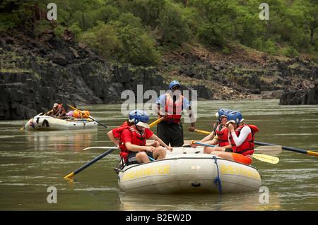 Rafting sur le Zambèze Banque D'Images